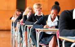 الصورة: مدارس في بريطانيا تثير الجدل بإنهائها الدوام مبكراً