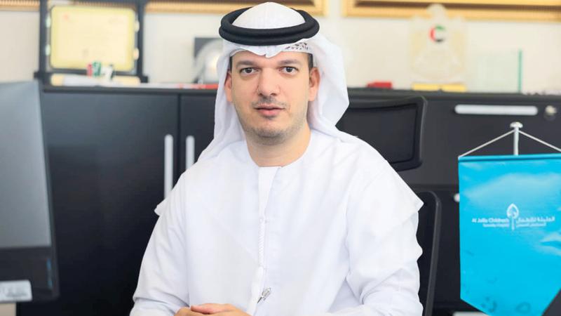 الدكتور محمد العوضي: «عملية زراعة الكلية أجريت لـ(محمد) بنجاح، ويخضع حالياً للمتابعة الطبية».