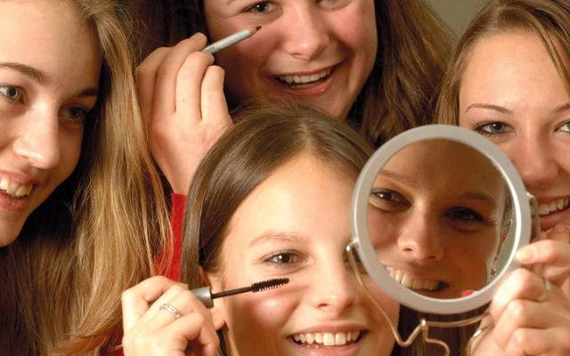 الصورة: الوجه القبيح لمستحضرات التجميل.. كيماويات خفية قد تكون خطرة