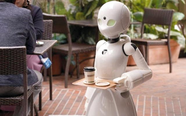 الصورة: مقهى غير عادي.. النادل روبوت يديره «أصحاب همم»