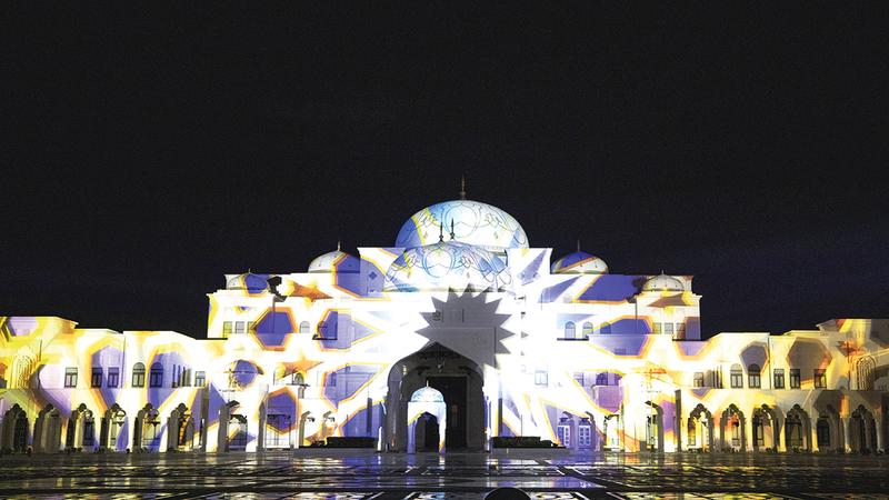 الأمسيات تحتفي بروعة القصر في مشهد فني.   من المصدر