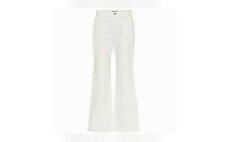 الصورة: #«عزيزتي حواء».. السروال الجينز الأبيض.. نجم في الصيف