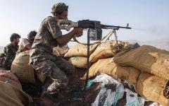 الصورة: الجيش اليمني يسيطر على تباب استراتيجية في محيط الخنجر