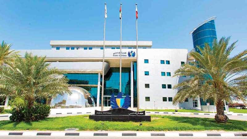 جمارك دبي تعمل وفق رؤية استراتيجية متكاملة لمكافحة تهريب المواد الممنوعة.  من المصدر