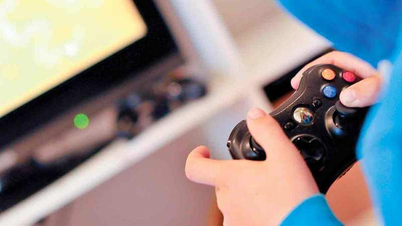 مركز حماية الطفل نبه إلى المخاطر التكنولوجية التي قد يتعرض لها الطفل أثناء استخدام الألعاب الإلكترونية.  أرشيفية