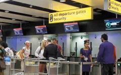 الصورة: مواطنون من الاتحاد الأوروبي محتجزون  في بريطانيا بموجب قوانين الهجرة الجديدة