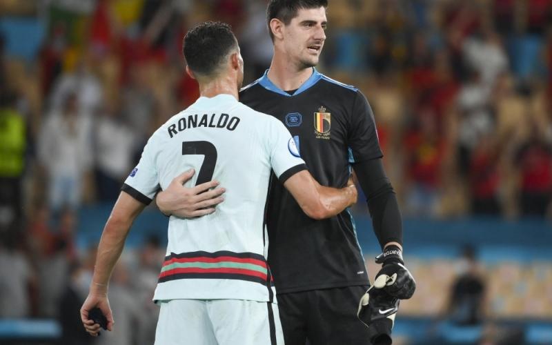 """الصورة: بالفيديو: حارس مدريد يراوغ رونالدو باستهتار.. و""""الدون"""" يرد بعد المباراة!"""