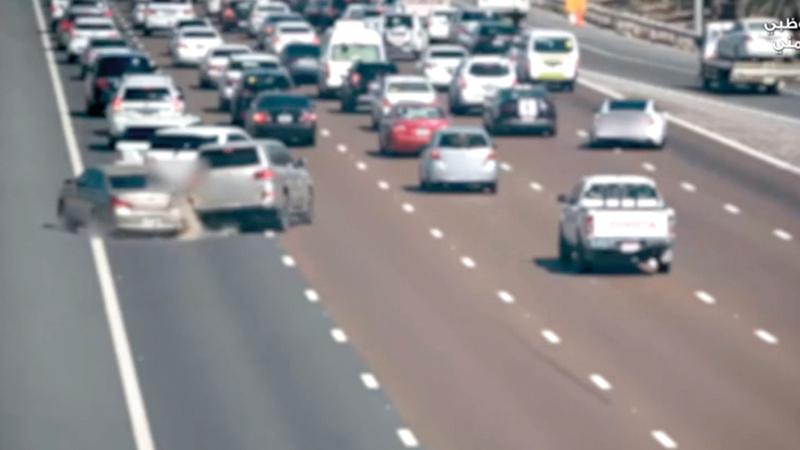 شرطة أبوظبي تنشر التوعية لتقليل الحوادث المرورية. من المصدر