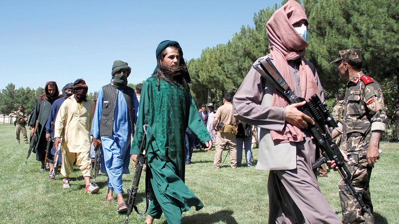 «طالبان» تنتقم من أسر المهاجرين الذين ساعدوا الأميركيين.   رويترز