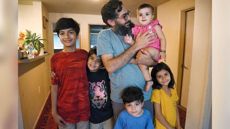 محمد سالارزاي مع أفراد أسرته في أميركا.   من المصدر