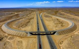 الصورة: بالصور.. الصين تفتتح أطول طريق سريع عابر للصحراء في العالم