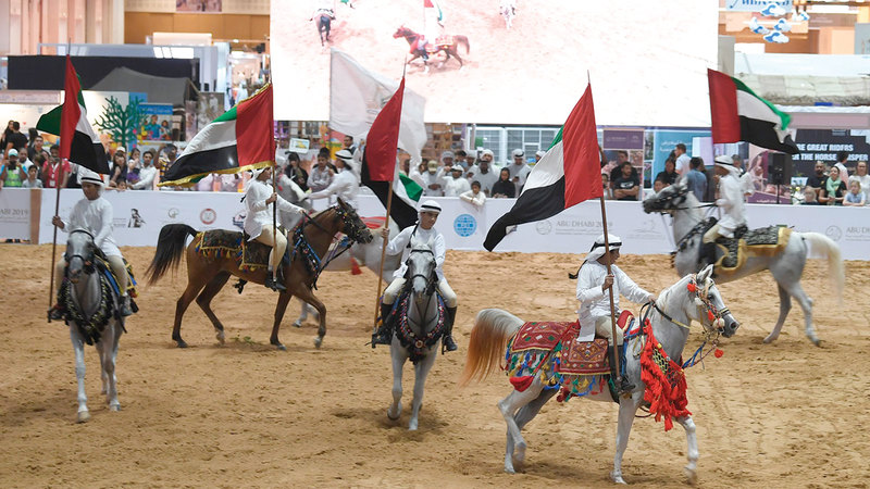 عُرف أهل الإمارات بالاهتمام بالخيل كأحد أبرز عناصر الارتباط بالقيم العربية.  من المصدر