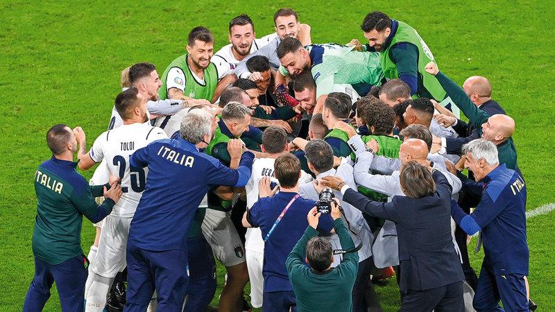 نجوم إيطاليا متحفزون للفوز باللقب الأوروبي.   أ.ب
