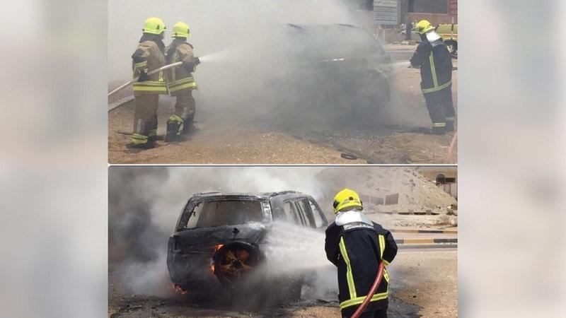 فرق الإطفاء تباشر عملها خلال حريق مركبة سابق.   من المصدر