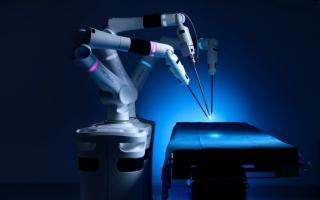 الصورة: دبي.. نجاح أول جراحة بالمنطقة بأصغر روبوت بالعالم