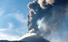 الصورة: أحداث وصور.. إغلاق مطار كاتانيا في صقلية بعد ثوران بركان جبل إتنا