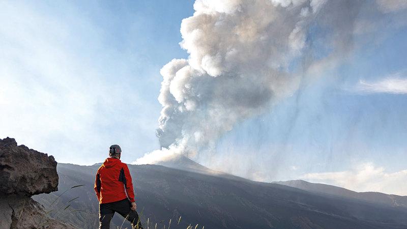 فوهة البركان الجنوبية الشرقية الأكثر نفثاً للحمم.  أ.ب