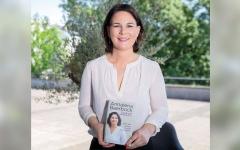 الصورة: مرشحة «الخضر» لخلافة ميركل تعترف بارتكاب خطأ في الجدل بشأن كتابها