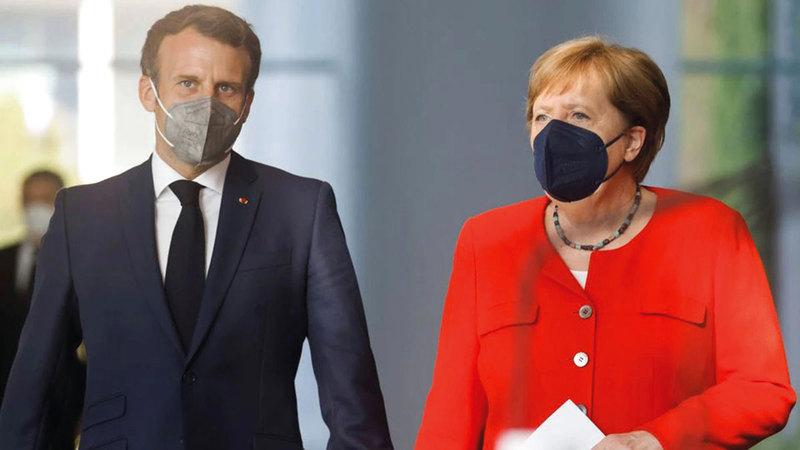 ميركل وماكرون يأملان فشل بريطانيا في «يورو 2020».  أرشيفية