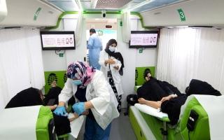 الصورة: موظفو «الإمارات للتعليم» يتبرعون بالدم دعماً لـ «دمي لوطني»