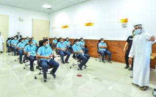 الصورة: محاضرات توعوية أمنية لـ 750 سائق أجرة بالشارقة