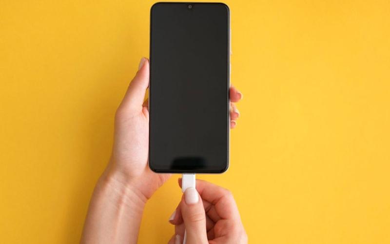 الصورة: خبيران يحددان 7 نصائح للحفاظ على جودة بطاريات الهواتف الذكية