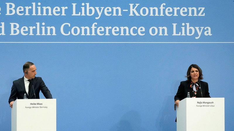وزيرة خارجية ليبيا نجلاء منقوش خلال مؤتمر صحافي مع نظيرها الألماني هيكو ماس في ختام قمة برلين الأخيرة التي لم تحسم الخلافات الليبية.  رويترز