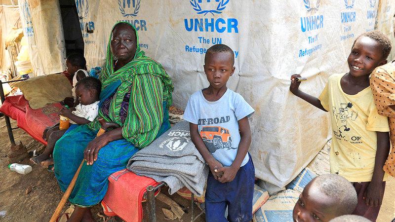 غبريال مع أطفالها في مخيم التكامل.  أ.ف.ب