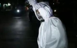 """الصورة: رجال شرطة بأندونسيا بوجوه أشباح المتوفين بكورونا! """"فيديو"""""""