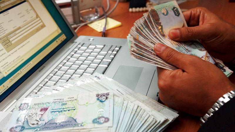معظم الأفراد يقدمون ودائعهم في حسابات تحت الطلب أو حسابات توفير.   أرشيفية