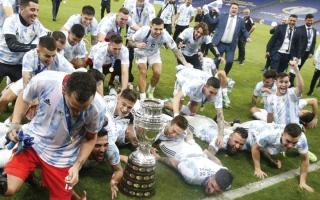 الصورة: بالصور.. ميسي يتوّج أخيراً مع الأرجنتين