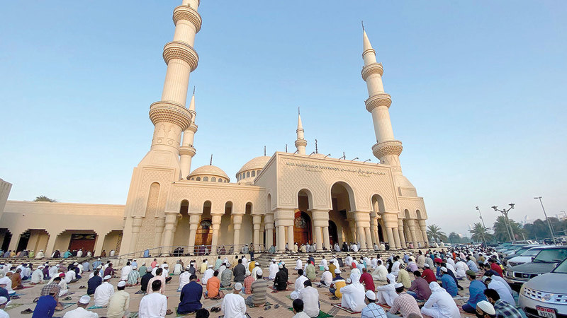 الدعوة إلى الالتزام بالإجراءات الاحترازية داخل المساجد.   تصوير: إريك أرازاس