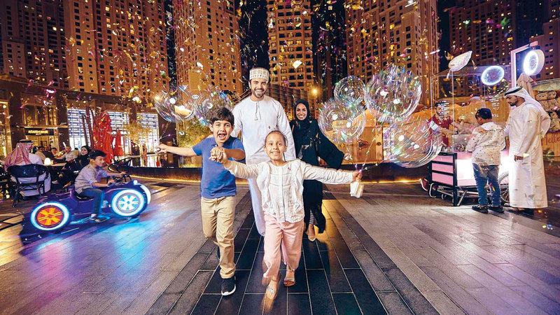 حملتا تسوّق وفرص عدة للمتسوقين للفوز في دبي خلال هذا العيد.   أرشيفية