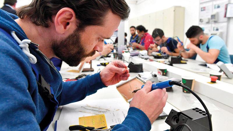 اللاجئون السوريون وجدوا عملاً في المؤسسات والمصانع الألمانية.  أرشيفية