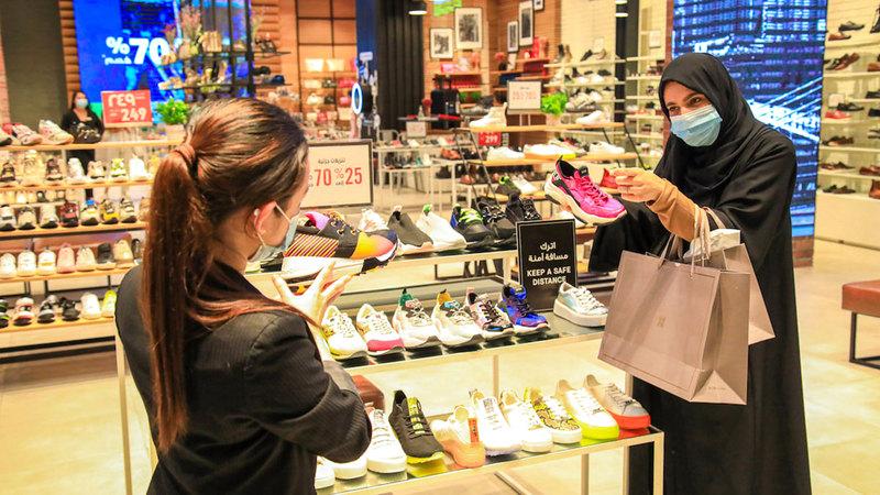 تلتزم جميع المتاجر ومراكز التسوق والوجهات السياحية بجميع تدابير الصحة والسلامة المهمة.  من المصدر