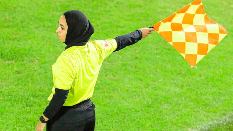 أمل جمال: مستعدة لإدارة مباريات في دوري الخليج العربي للرجال.   من المصدر