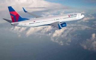 الصورة: طيار يطالب شركة «دلتا» بمليار دولار بسبب «كرو لايف»