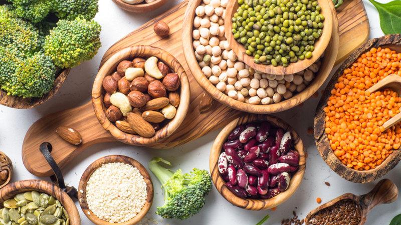 سوق المنتجات الغذائية النباتية تنقسم إلى بدائل البيض والألبان واللحوم.  أرشيفية