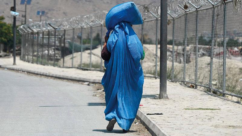 المرأة الأفغانية تخشى سيطرة حركة «طالبان» على مقاليد الحكم في البلاد.  أ.ف.ب