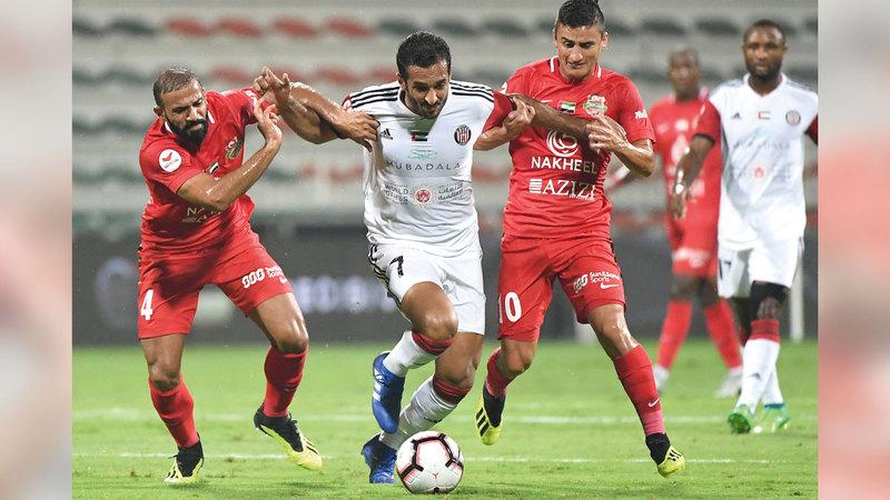 مباريات دوري الخليج العربي تعد بإثارة وندية كبيرتين في الموسم الجديد.   تصوير: أسامة أبوغانم