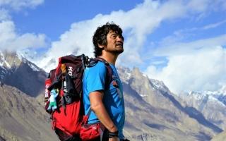 الصورة: رغم فقده أصابعه العشرة.. كوري ينجح بتسلق 14 قمة بجبال الهيمالايا