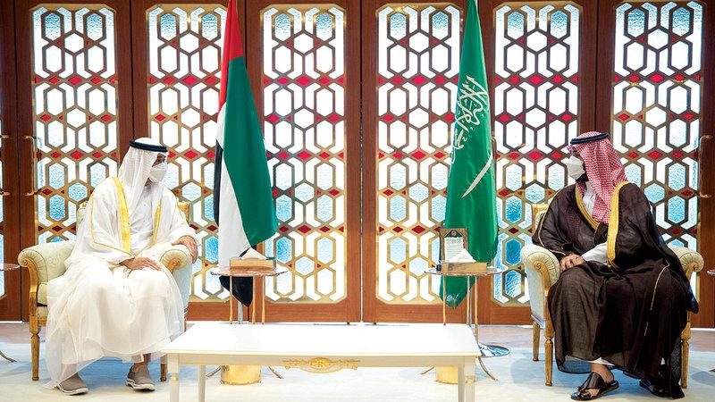 ولي عهد السعودية خلال استقباله محمد بن زايد.   من المصدر