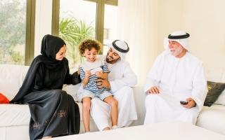 الصورة: سبعيني يطلب حقوق الاحتضان في دبي