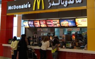 """الصورة: """"ماكدونالدز"""" تعتزم تطبيق نظام العمل من المكتب 3 أيام أسبوعيا"""