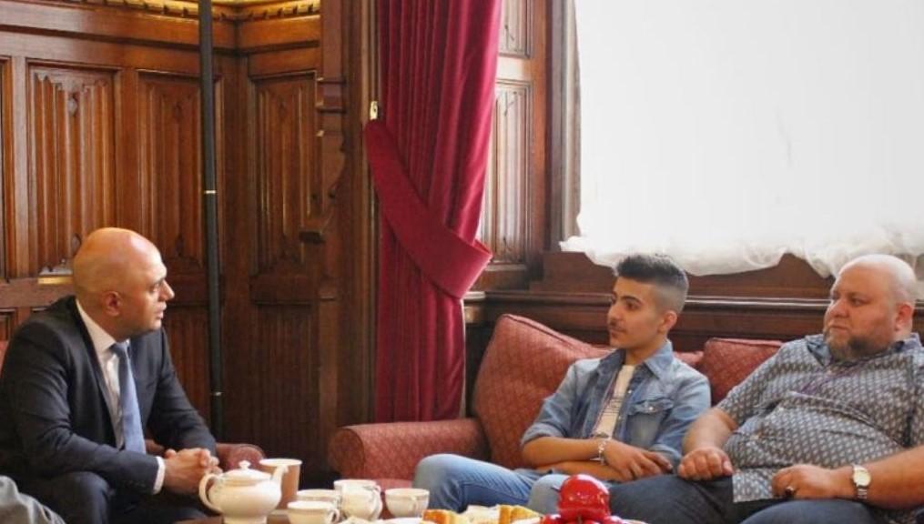 """ساجد جاويد اعاد نشر على """"تويتر"""" صور استقبالة للطالب جمال حجازي"""