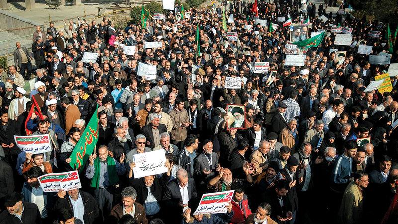 احتجاجات الإيرانيين من أجل كسب حقوقهم المدنية والتمتع بالحرية لا تتوقف.  عن «نيويورك تايمز»