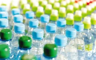 الصورة: 1.68 مليار درهم المبيعات المتوقعة من «المياه المعبأة» بالإمارات في 2025