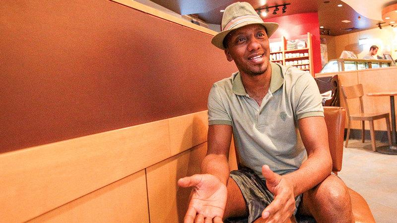 لاعب الأهلي والمنتخب الوطني السابق فيصل خليل. من المصدر