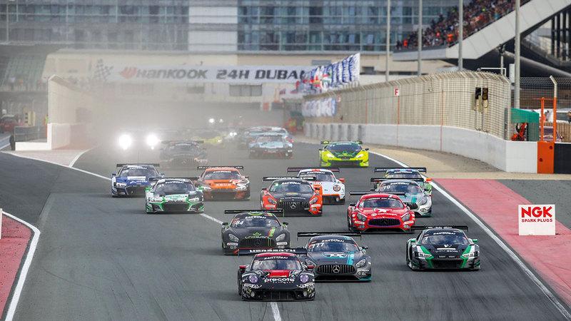 سباق هانكوك 24 ساعة العالمي للسيارات أقيم في دبي أوتودروم بمشاركة 500 سائق.   من المصدر