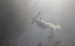الصورة: حريق ضخم خارج عن السيطرة يهدد منازل قرب أثينا